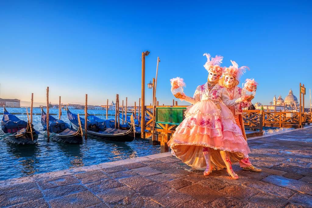 http://www.vivalditravel.hu/user_images/utak_1394__velencei_karneval_vivalditravel005.jpg