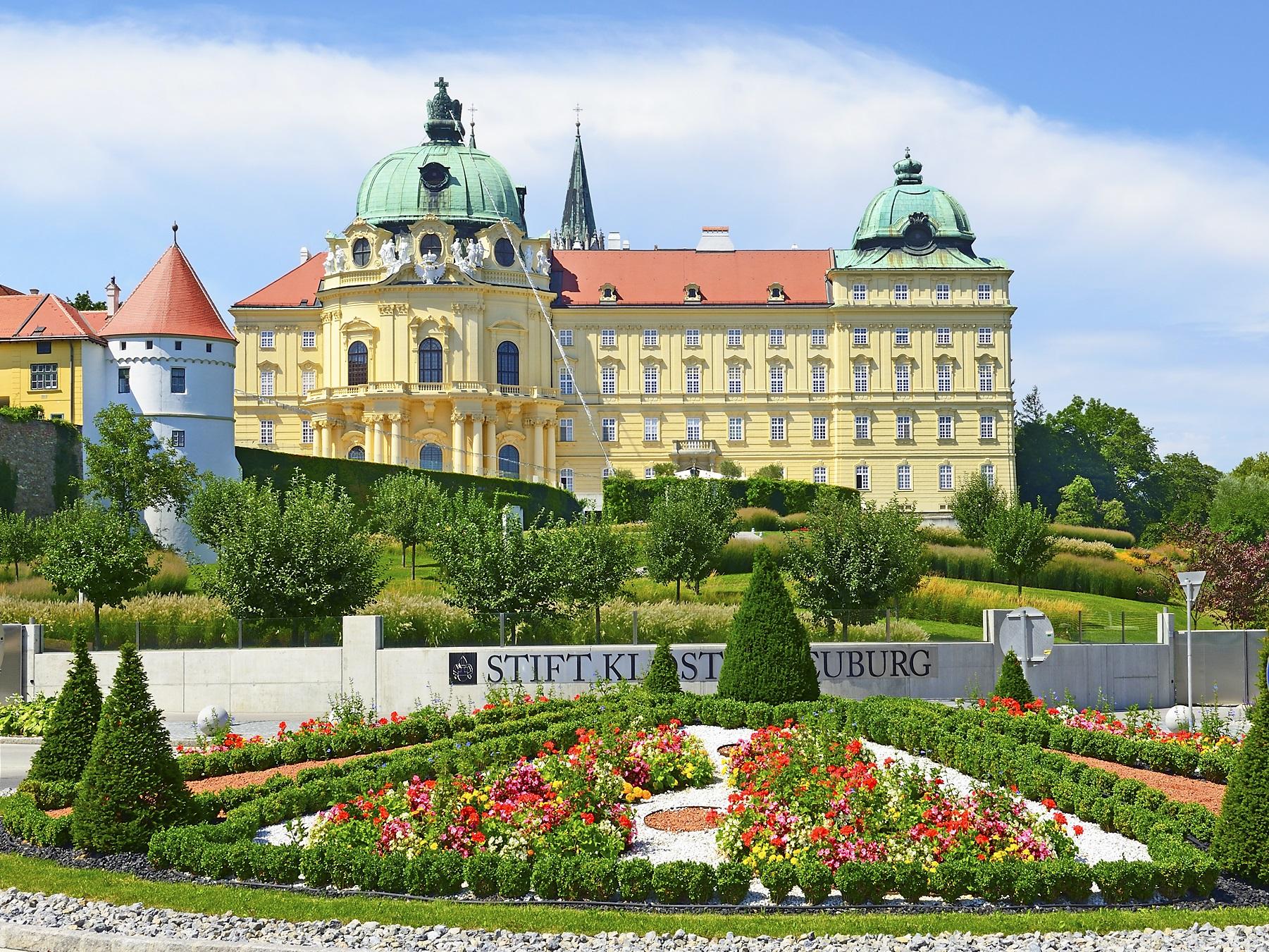Kreuzenstein vára és a Klosterneuburgi Apátság