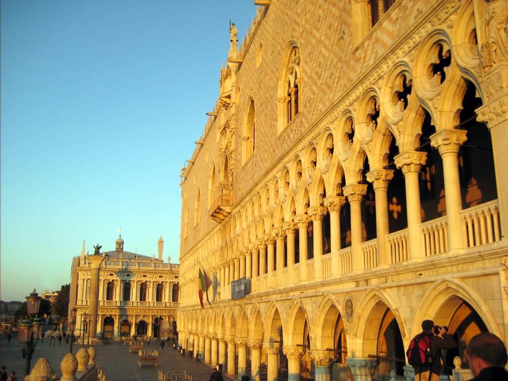 http://www.vivalditravel.hu/user_images/utak_18__velencei_karneval_olaszorszag_vivalditravel_(8).jpg