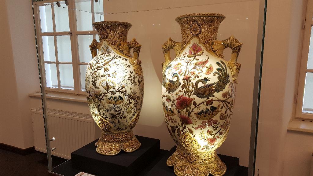 A Zsolnay porcelán története, látogatás Pécsre és Eszékre